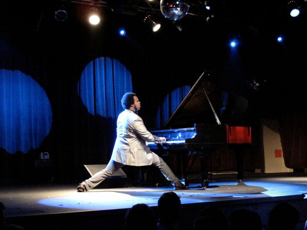 Eric Lewis in concert